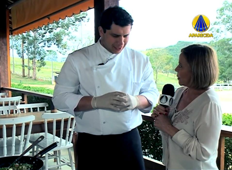 Chef Raphael Hoelz ensina Leitoa a pururuca